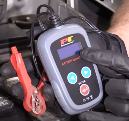Battery analyzer that can test the battery voltage