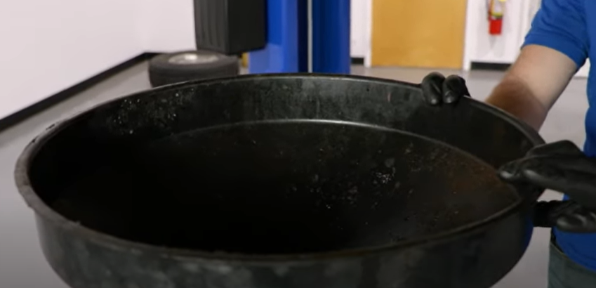 Large drain pan for disposing fluids