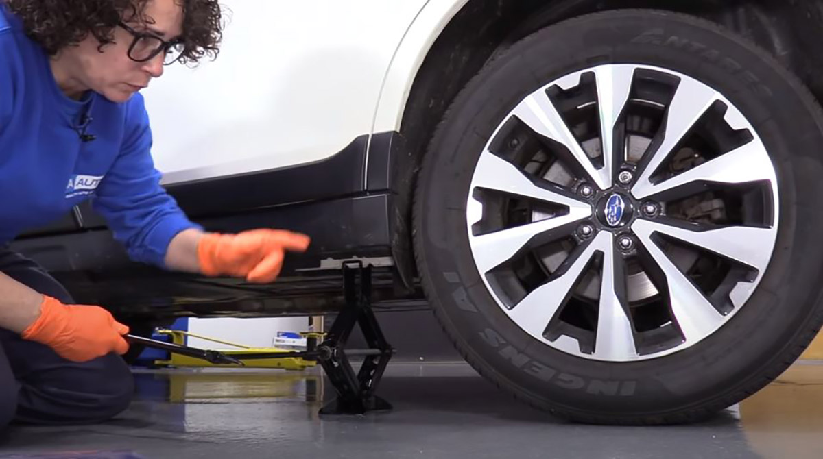 How to Put on a Spare Tire Correctly - Expert Tips - 1A Auto